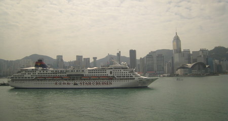 Hong_kong_with_cruise_ship