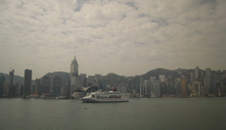 Hong_kong_with_cruise_ship_2