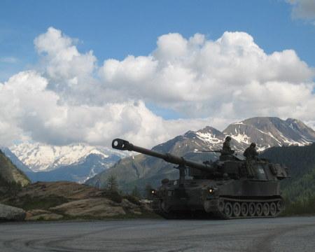 M109_howitzer_auf_simplon_pass_2