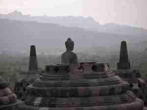 Borobudur_offenere_buddha