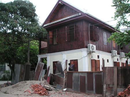 Luang_prabang_house_building