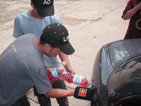 Luang_prabang_petrol_station_2_1