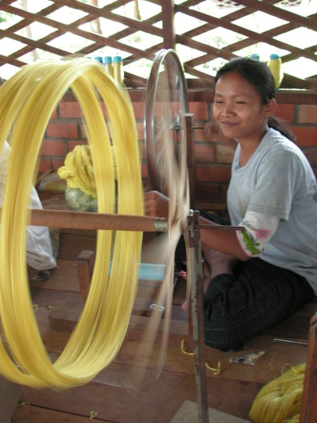 Siem_reap_silk_farm_spinning_2
