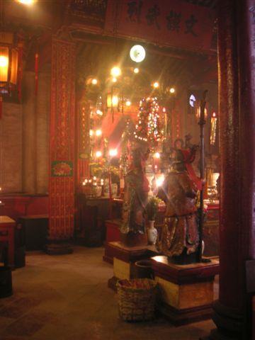 Inside_man_mo_temple_2