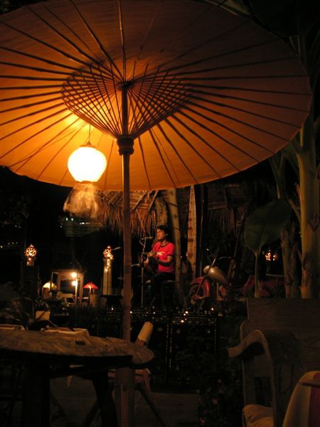 Chiang_mai_antique_house_porch
