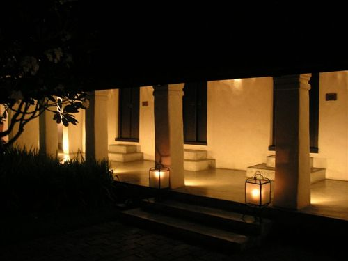 Chiang_mai_rachamankha_courtyard_2