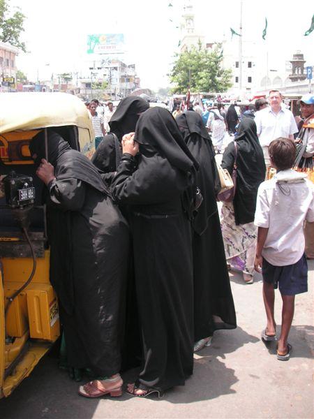 Hyderabad_clad_women